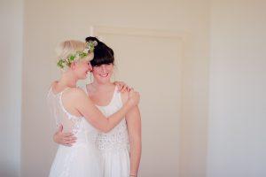 Braut mit Schwester Hochzeitsfotos