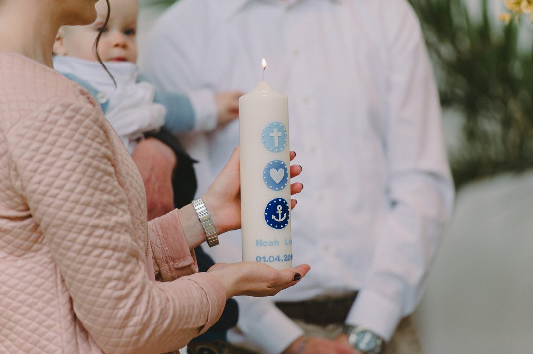 Taufkerze für Jungen in blau mit Anker