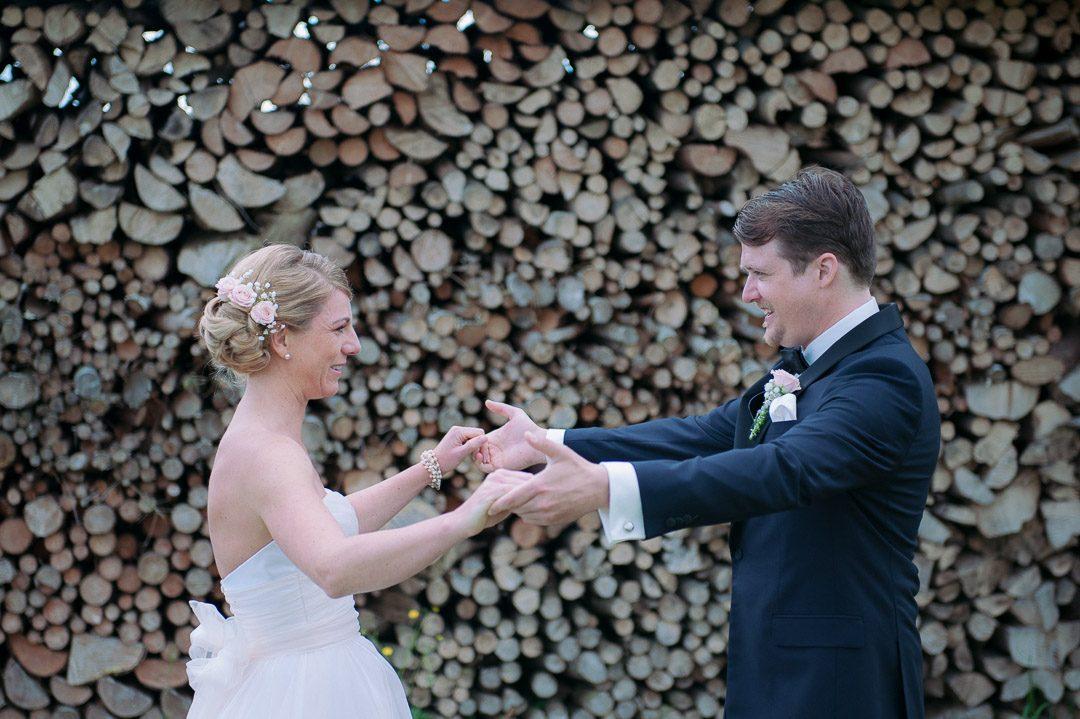 Paarportraits während First Look am Hochzeitstag