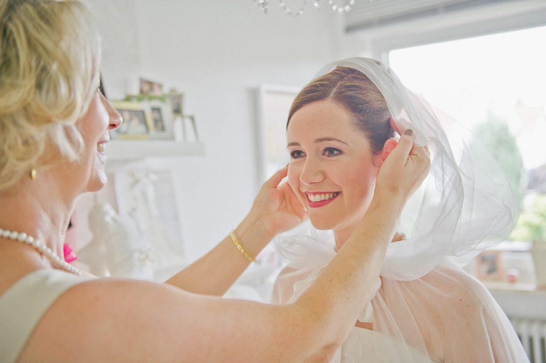 Braut mit Mutter Hochzeitsbild