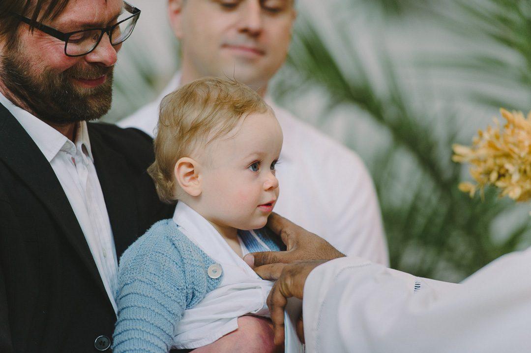 1jähriger Junge bei seiner Taufe