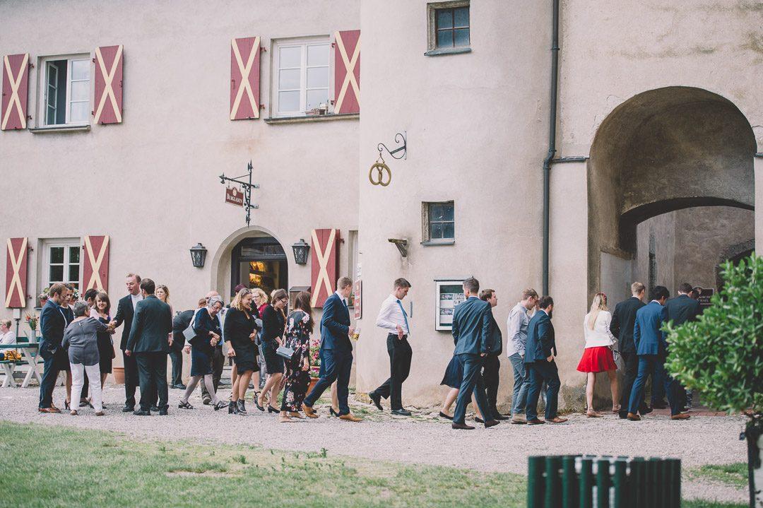 Hochzeitsgesellschaft auf Schloss Harburg