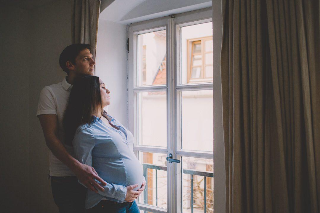Verträumtes Fotoshooting mit Babybauch