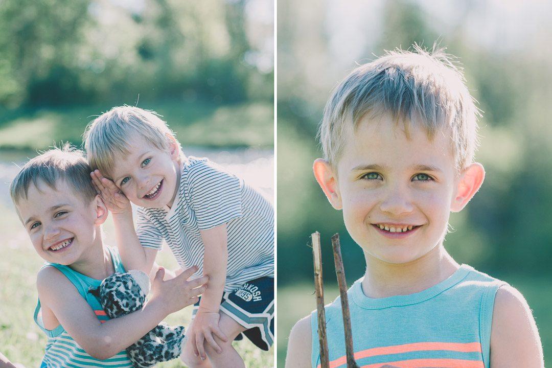 Zwei Brüder auf Kinderbildern von Petsy Fink