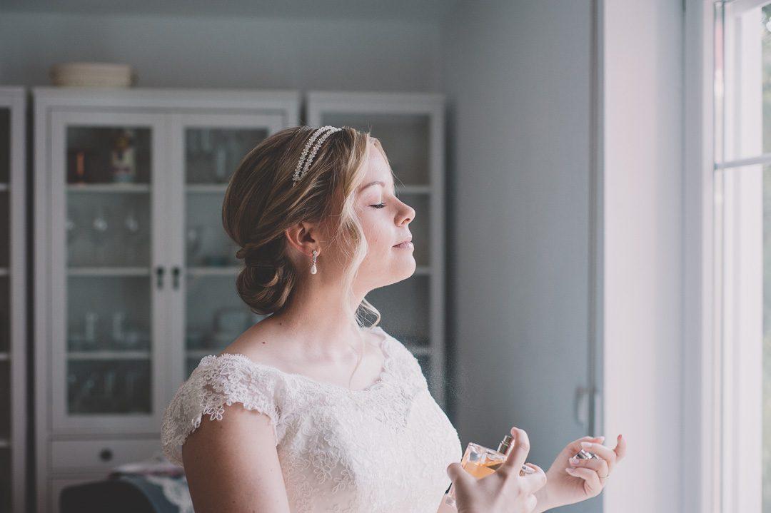 Fertiges Make-up und Frisur Braut