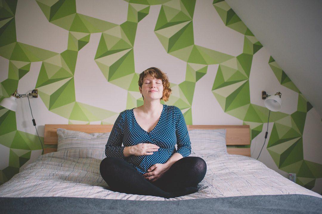 Babybauch Shooting zuhause mit Fotografin Petsy Fink
