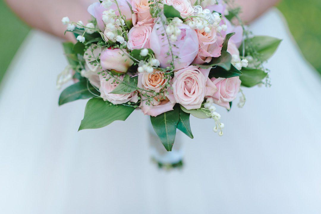 Brautstrauß in rosa und lila