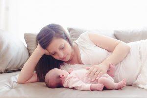 Junge Mutter mit Baby Sophie
