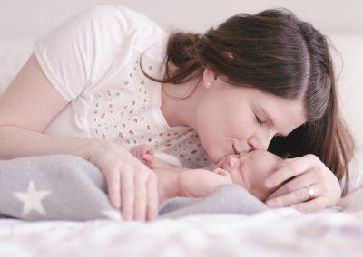 Posing für erfolgreiche Babybilder zuhause Augsburg