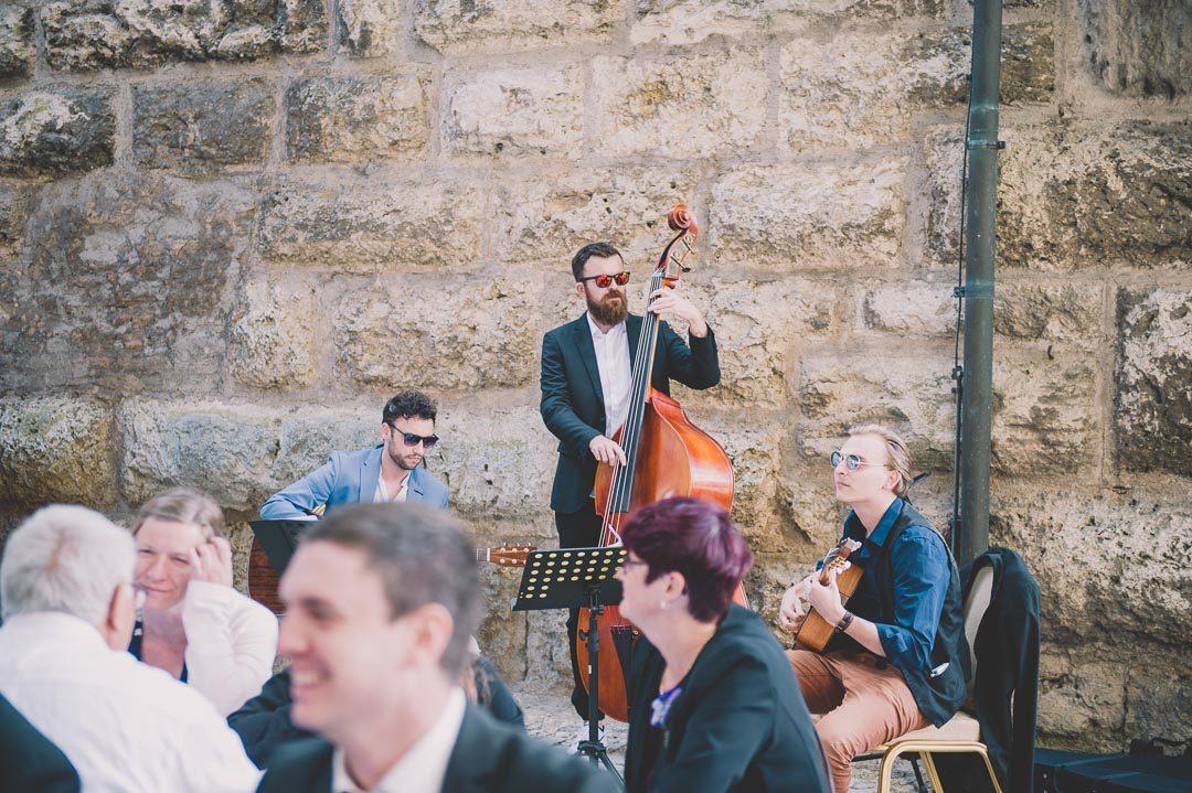 Schwungvolle Musik und Band bei Hochzeit in Harburg