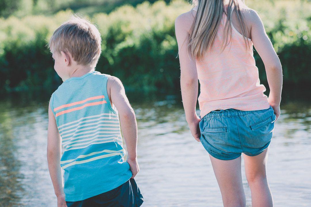 Bruder und Schwester mit Familienfotograf Petsy Fink