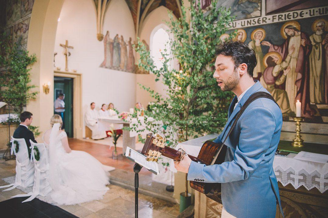 Moderne Kirchenmusik mit Gitarre