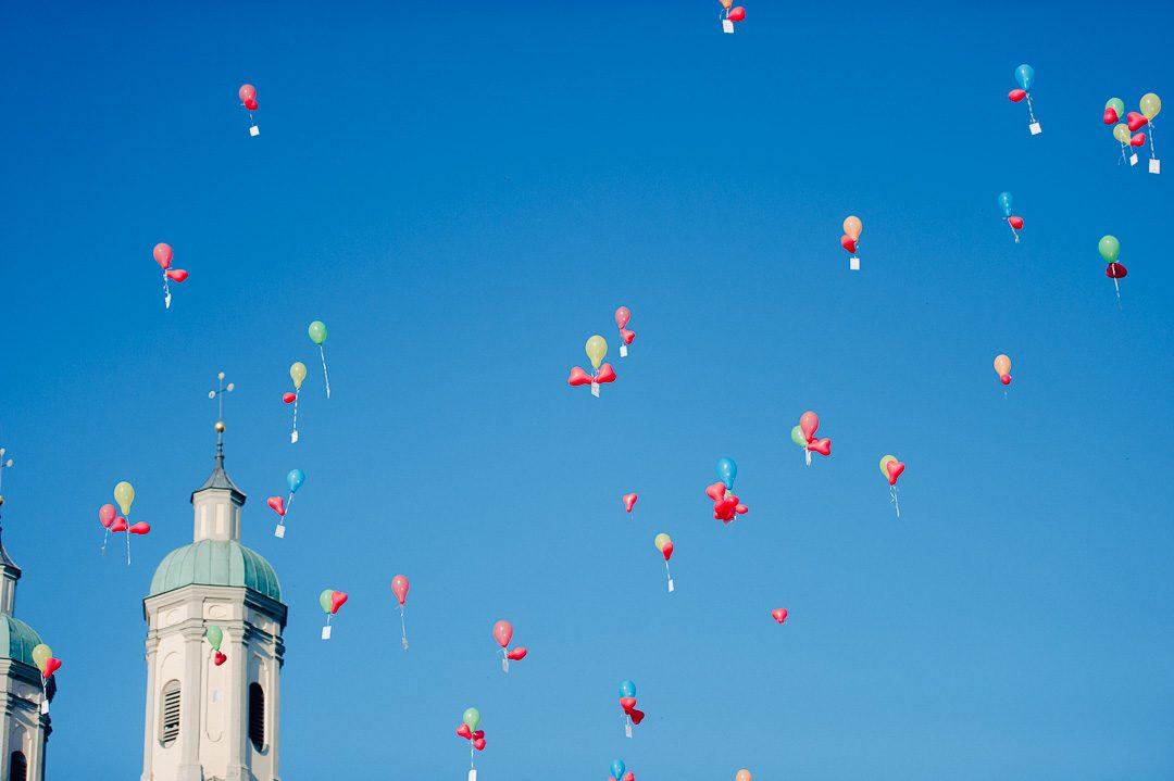 Luftballons während Hochzeit Kloster Holzen Allmannshofen
