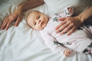 entspannte Babybilder von Fotograf Petsy Fink Augsburg