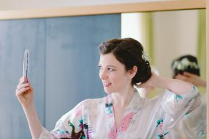 Getting Ready Braut im Kimono bestes Outfit