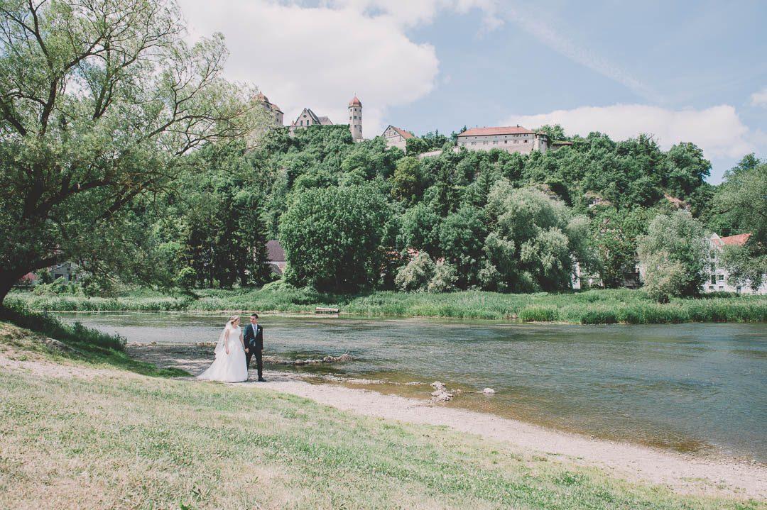 Hochzeitsfotos mit Burg Harburg Schloss im Hintergrund