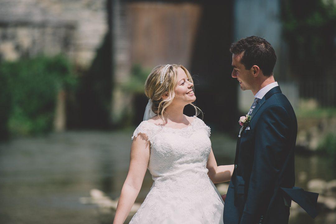 Braut und Bräutigam begeistern sich für Hochzeitsbilder mit Petsy Fink