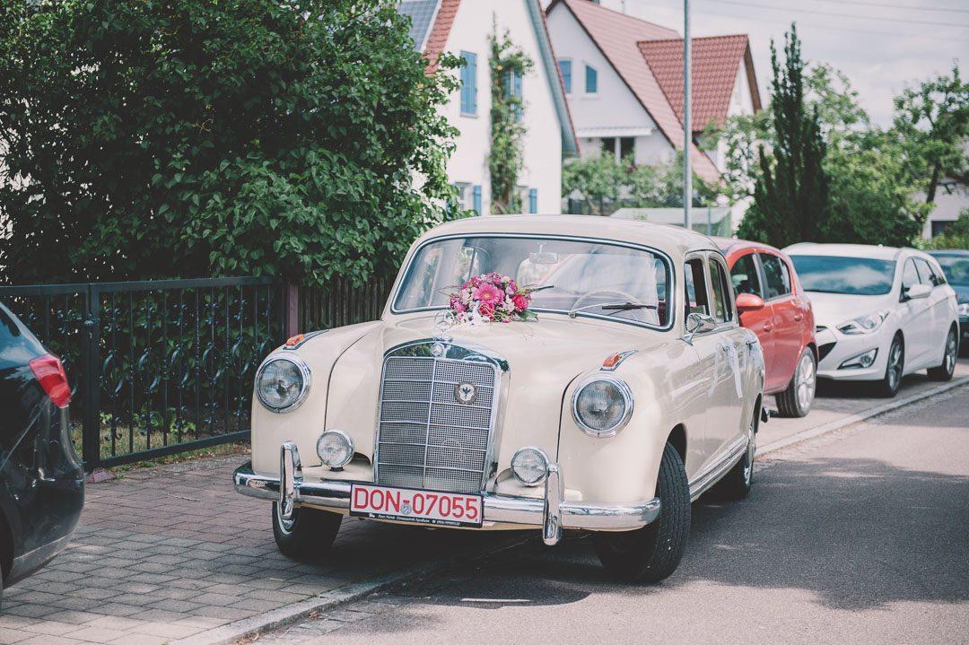 beiger Mercedes Oldtimer als Hochzeitsauto Verleih