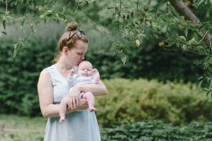 Outdoor Baby Fotoshooting Mama und Sohn