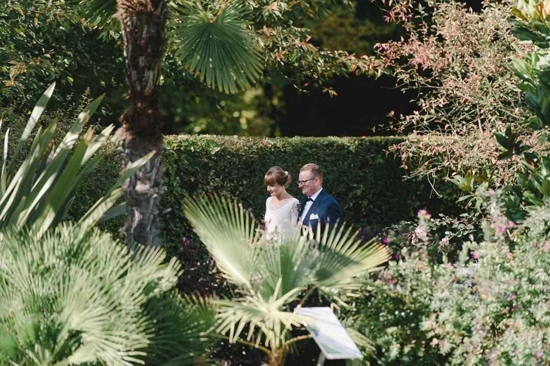 Brautpaar im Botanischen Garten Augsburg fotografiert von Hochzeitsfotograf Petsy Fink
