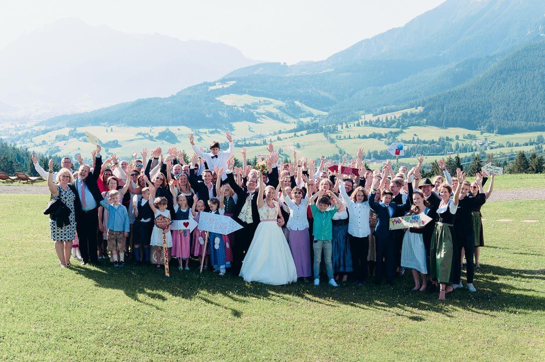 Gruppenfoto bei Hochzeit Jufenalm Maria Alm