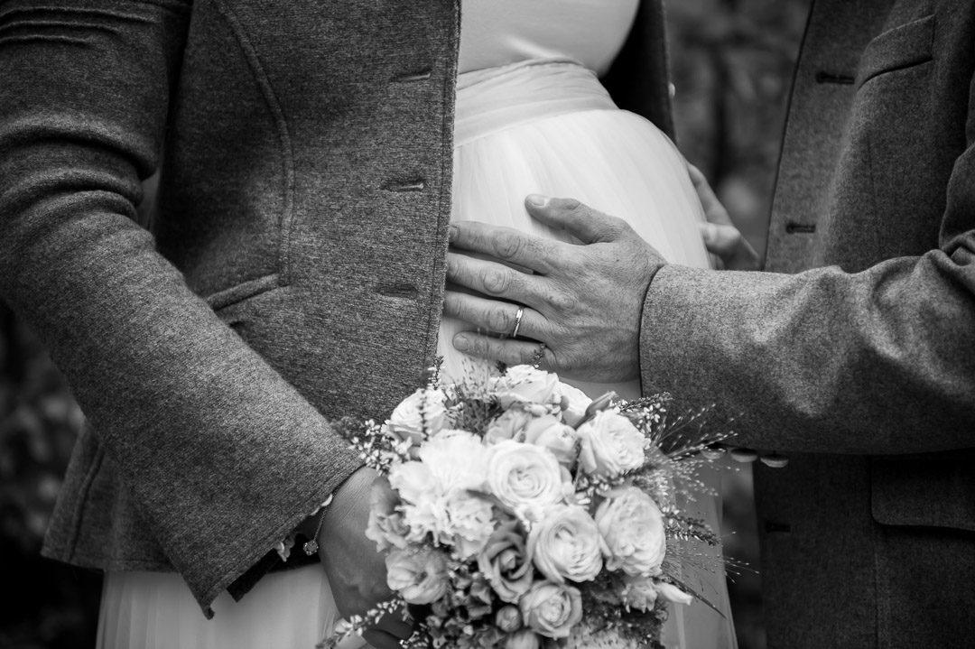 Babybauchfoto und Hochzeitsbild