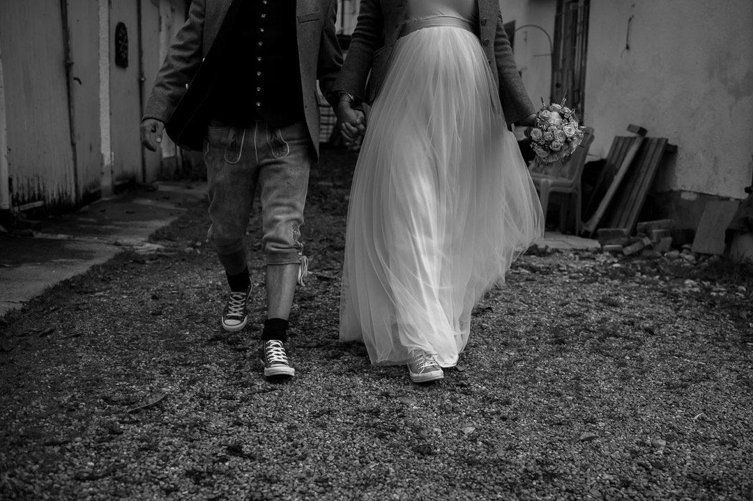 Hochzeitsfoto von schwangerer Braut mit Bräutigam