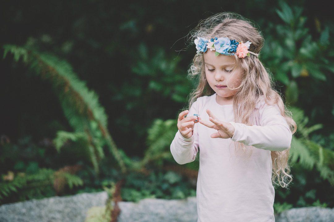 Mädchen mit Blumenkranz auf Kinderfotos in Memmingen