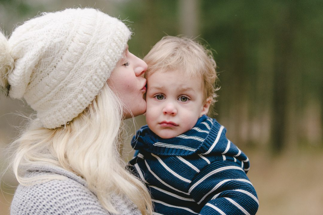 Schwangere Mama mit Kleinkind