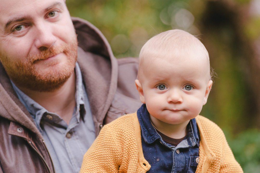 Kinderbilder von Kleinkind mit Papa