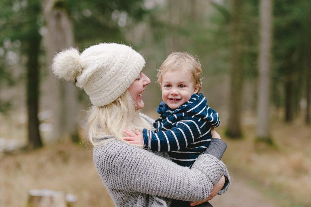 Schwangerschaftsfoto mit Kleinkind