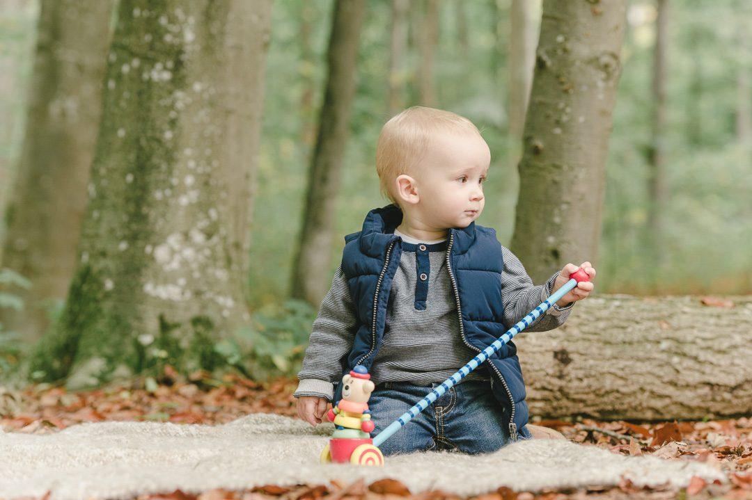 Kinderbild während Fotoshooting im Freien in Augsburg