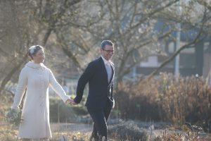 Braut und Bräutigam bei Paarportraits Winterhochzeit