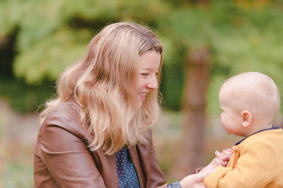 Mutter mit Sohn bei Familienbilder mit Fotograf Petsy Fink