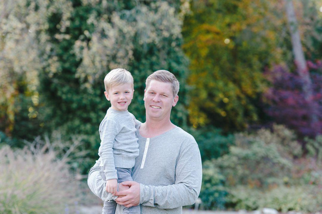 Vater und Sohn bei Familienfotos