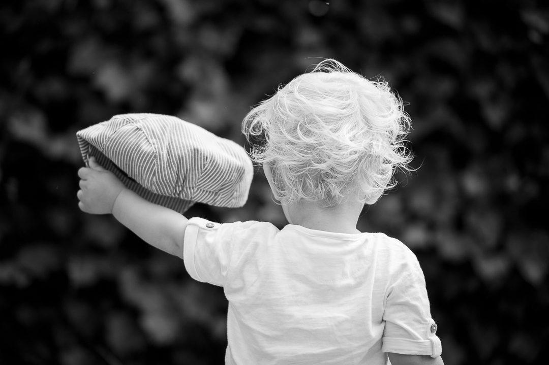Kleiner Junge mit Stetson Mütze