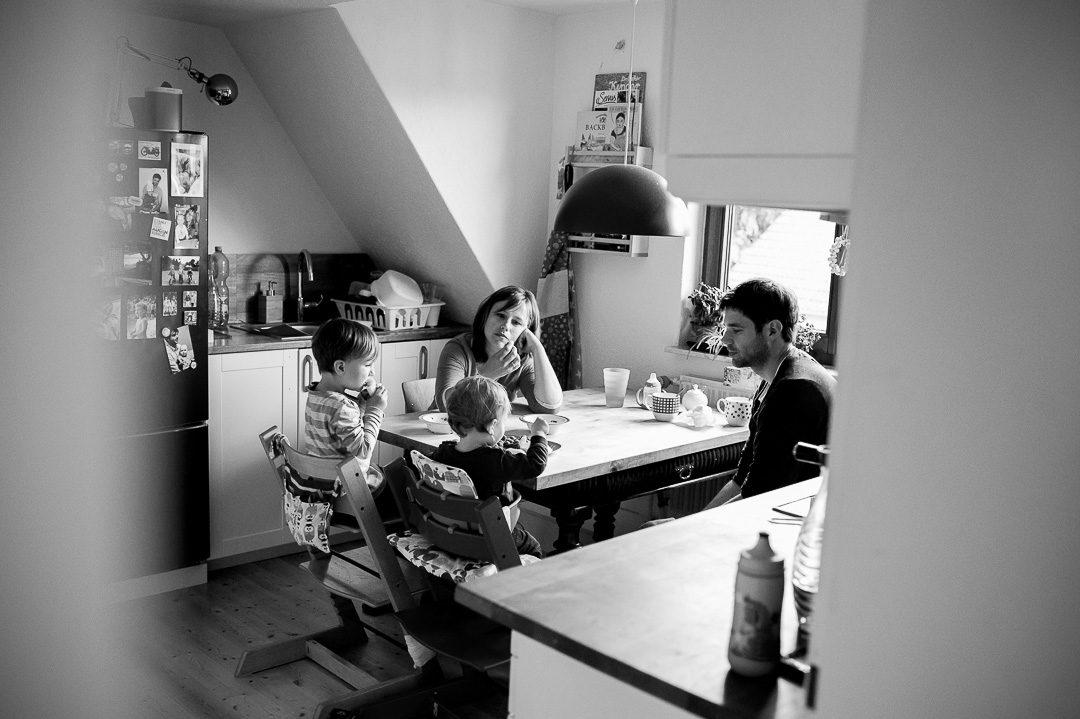 Familienfotos während Abendessen