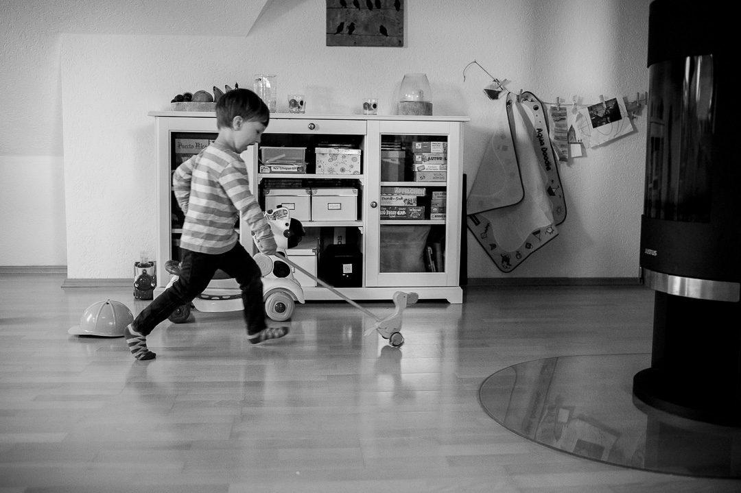 Entenrennen im Wohnzimmer bei Kinderbildern