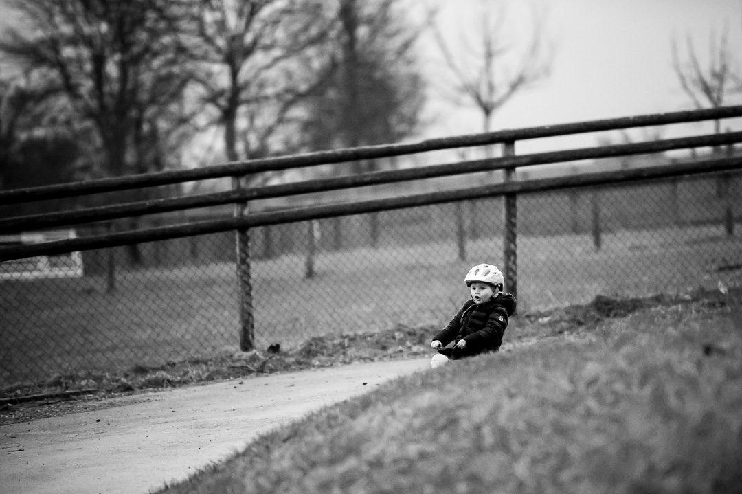 Dokumentarisches Kinderfoto im Freien