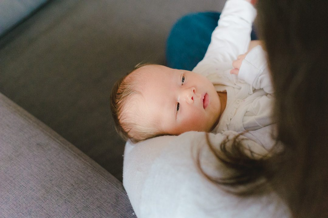 Natürliche Babyfotos zuhause