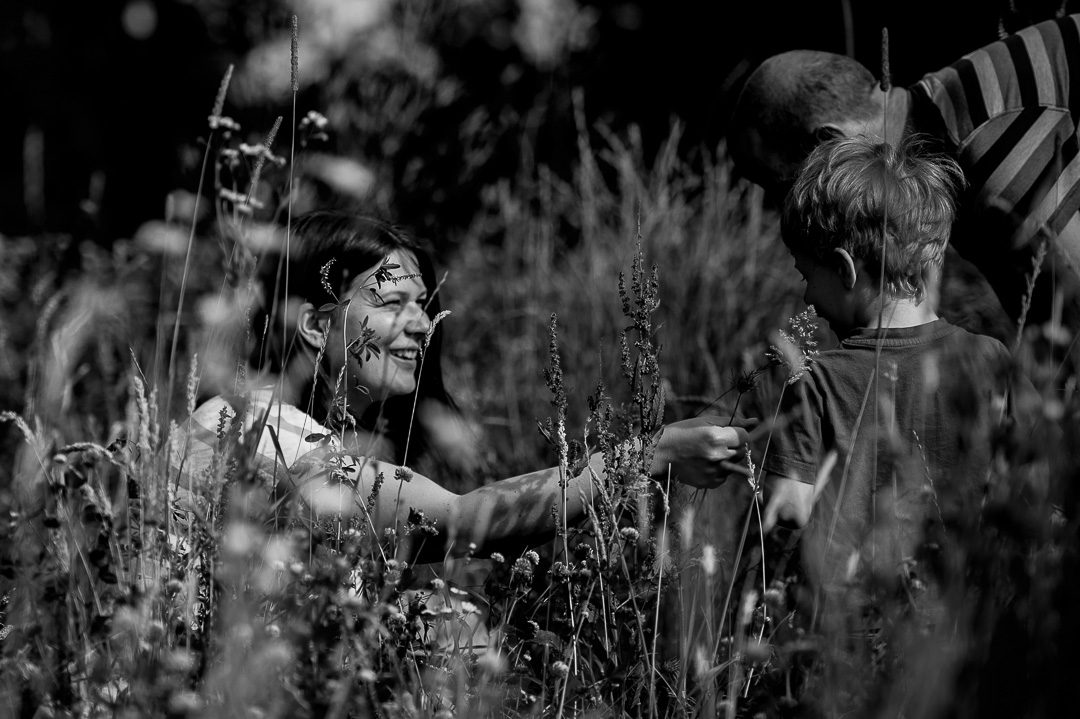 Mutter Sohn Moment während Fotoshooting in Augsburg