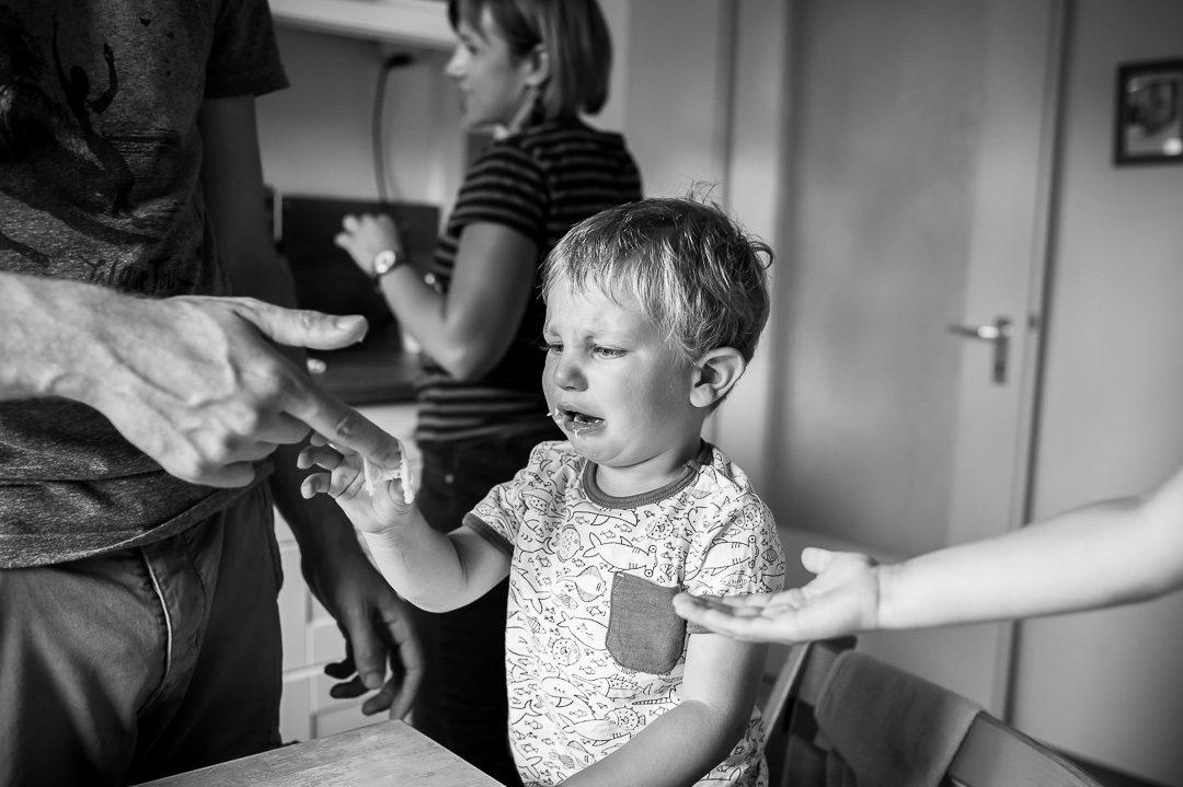 Kleinkind weint während Kinderfotos