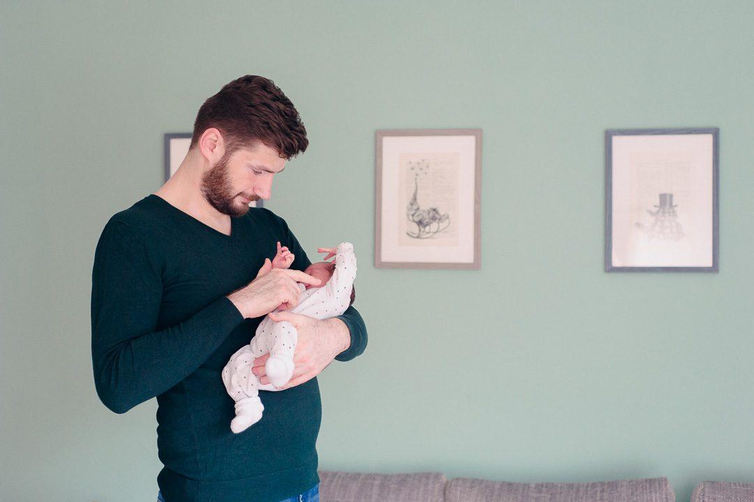 Baby mit Baby auf Babyfoto von Kinderfotografin Petsy Fink