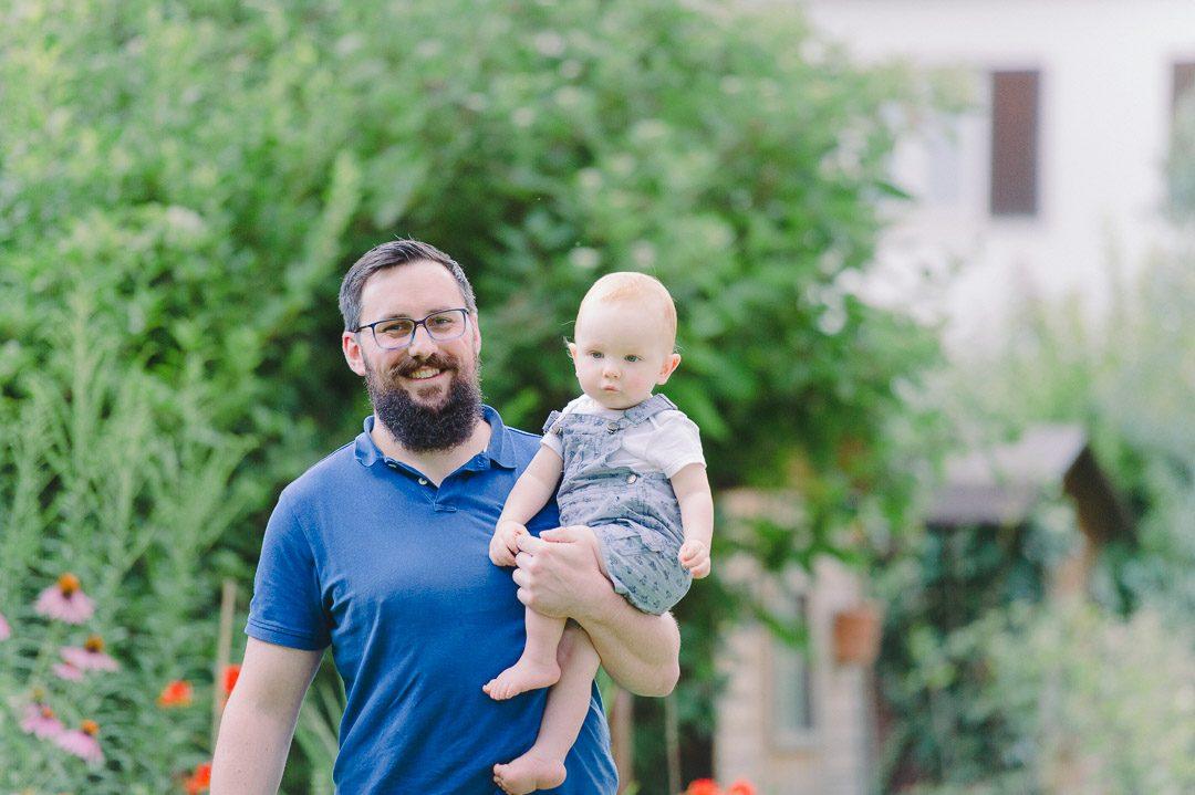 Vater mit Bart und Baby