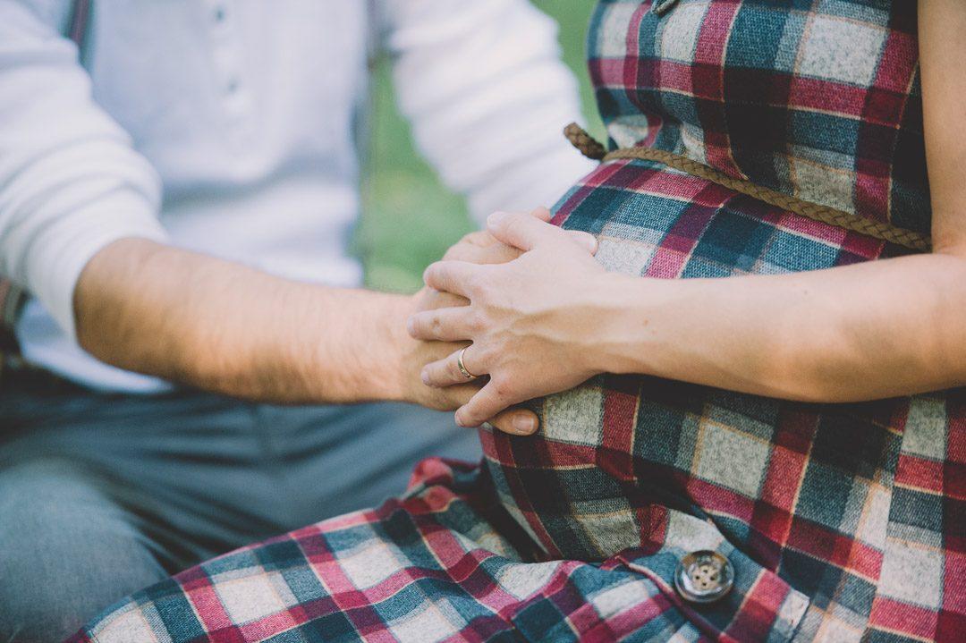 Paar freut sich auf erstes Kind