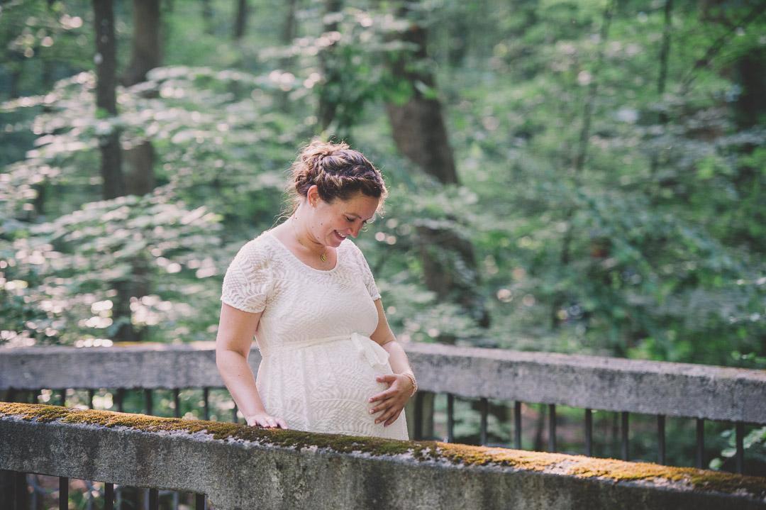 Flechtfrisur für Schwangerschaftsfoto