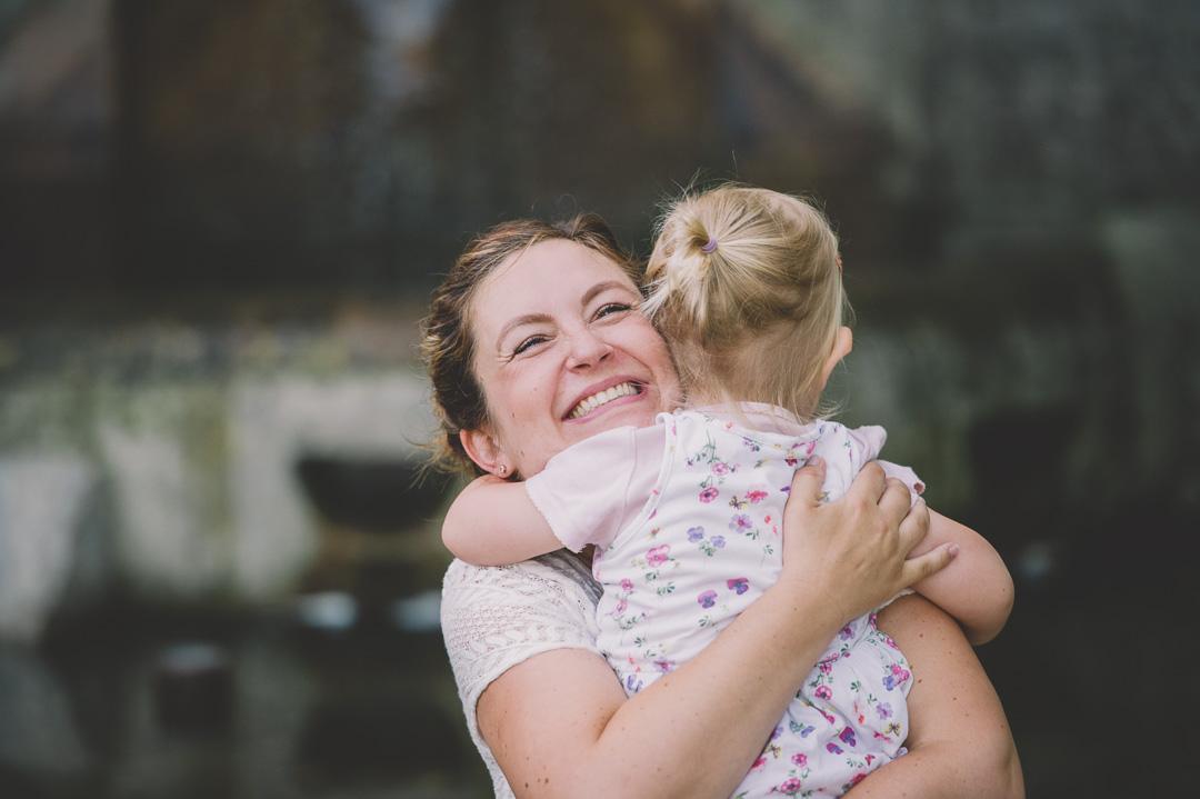 Mama und Tochter auf Familienbild