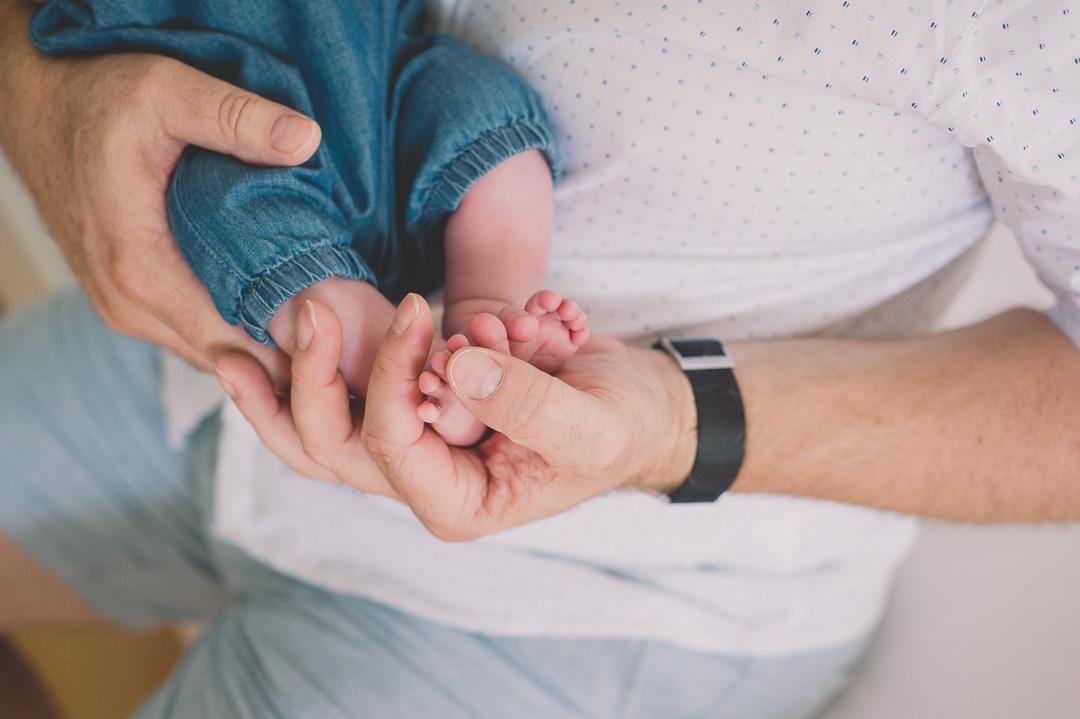 Starker Papa mit Baby Tochter