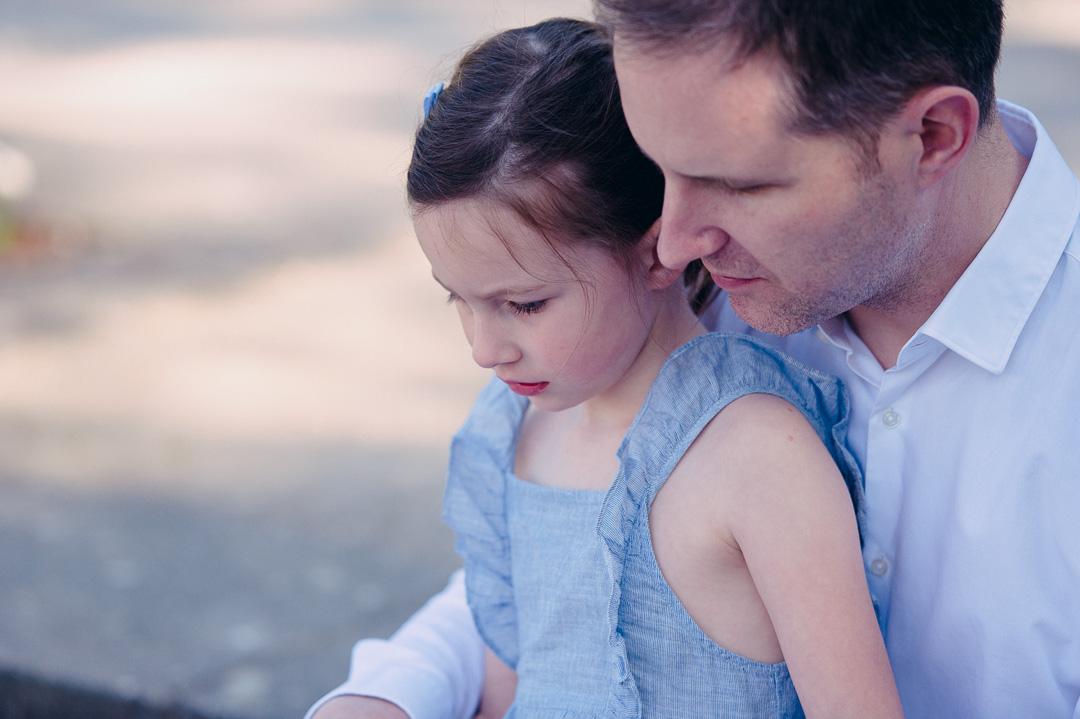 Vater und Tochter im Botanischen Garten Augsburg