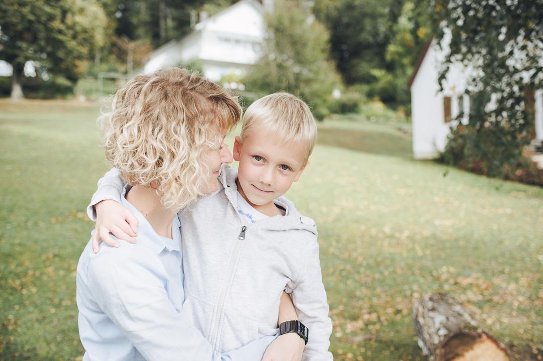 Fotoshooting Familienbilder Mama und Sohn